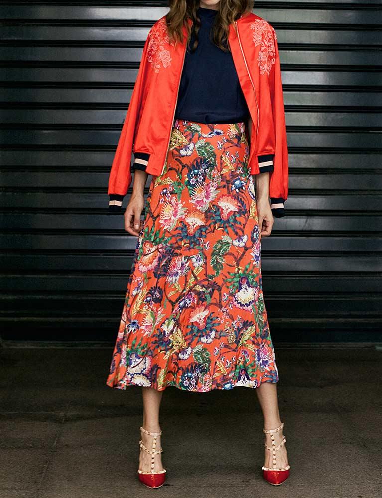 Bomber jacket, body και φούστα, όλα H&M